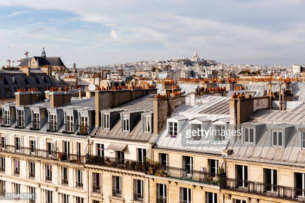 paris skyline with residential houses rooftops high angle view, paris, france - parís fotografías e imágenes de stock