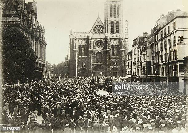 Paris . St. Denis near Paris. Funeral of the composer of the 'Internationale' - Pierre Degeyter - in front of the cathedral. Oktober 1932. Photograph.