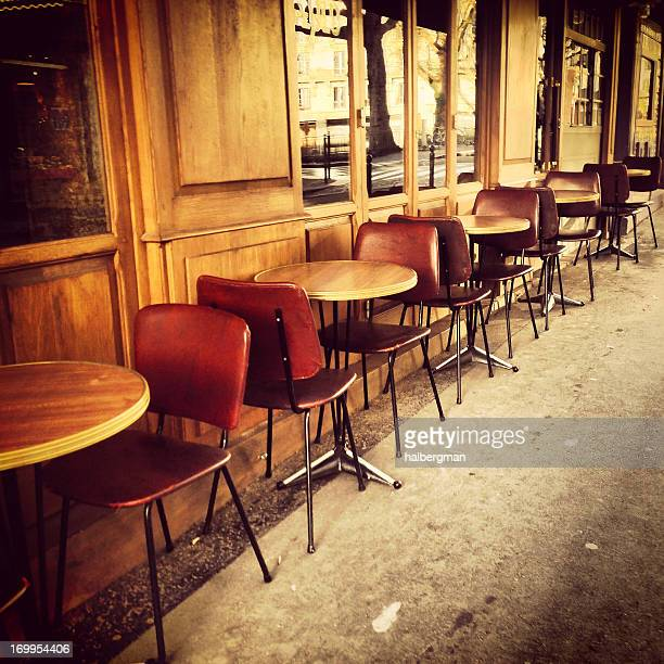 Paris Street Cafe (Mobilestock)