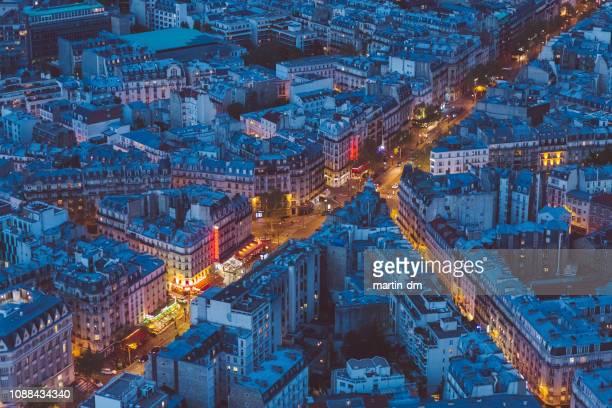 rues de paris au soir - ile de france photos et images de collection