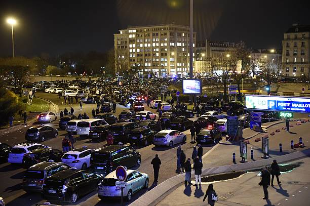 Paris Taxi Drivers Gather At The Porte Maillot During A Nationwide - Taxi porte maillot