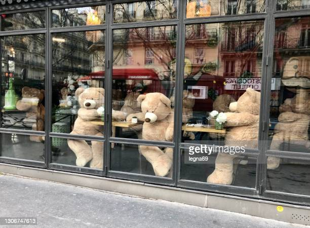paris  : teddy bears substitute to customers, in a cafe closed, during covid-19 pandemic. - bar drink establishment stock pictures, royalty-free photos & images