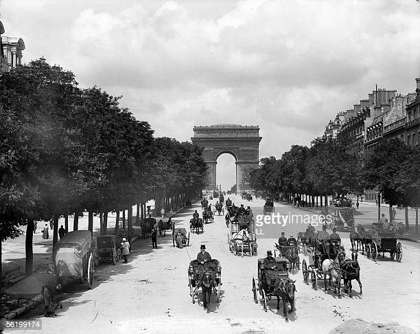 Paris. The Arc de Triomphe and Champs-Elysees. 1900. LL-6295A.