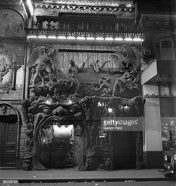 Paris The cabaret l'Enfer boulevard of Clichy about 19371938