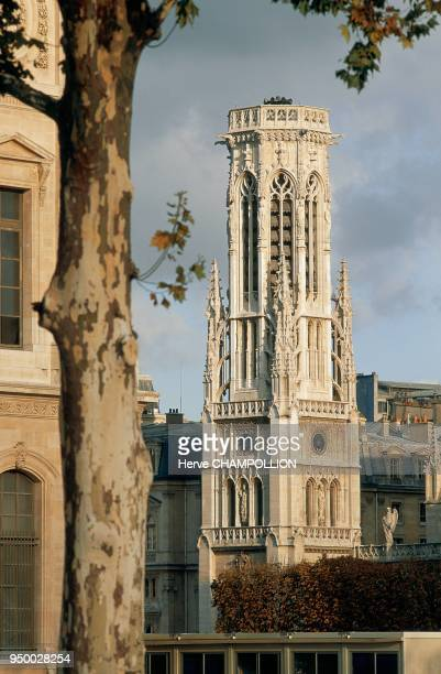 the flamboyant Gothic style SaintGermain l'Auxerrois church where several artists are buried Paris SaintGermain l'Auxerrois église de style gothique...