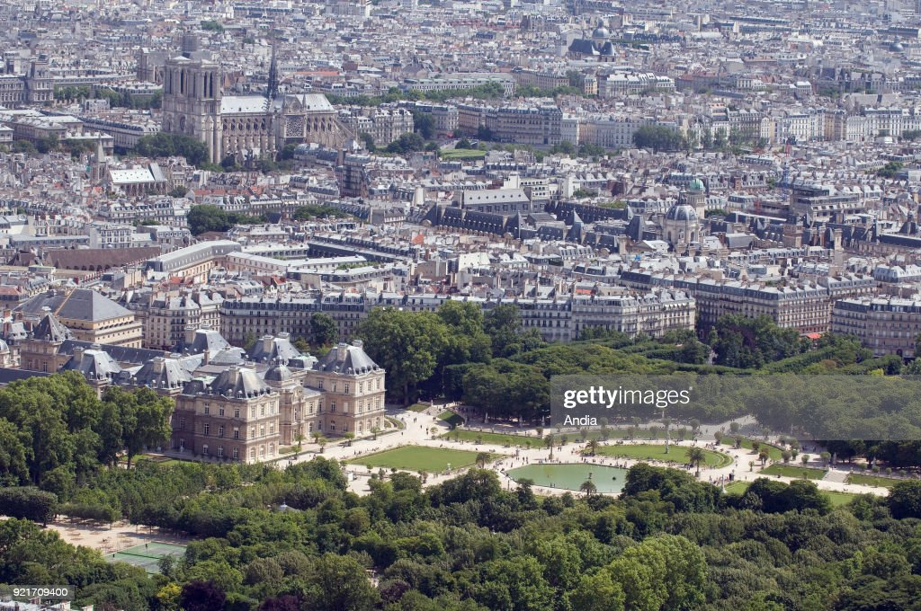 The Senate building and the 'Jardin du Luxembourg' (Luxembourg Garden). : News Photo
