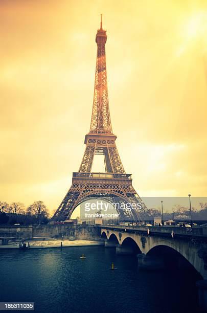 Paris Eiffelturm und dem Fluss Seine