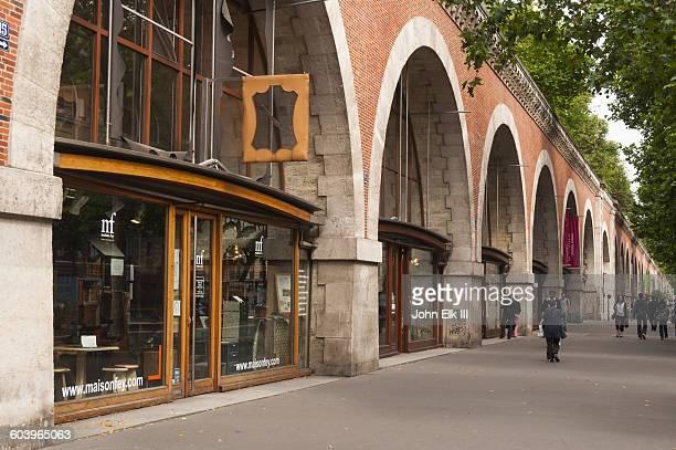 Paris, Viaduct des Arts, street scene