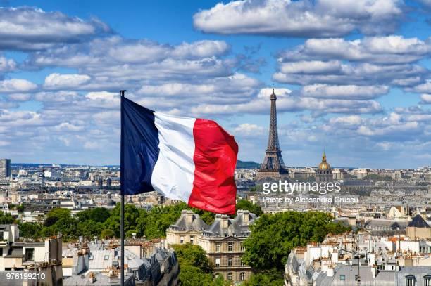 paris - view from the pantheon dome - franse vlag stockfoto's en -beelden