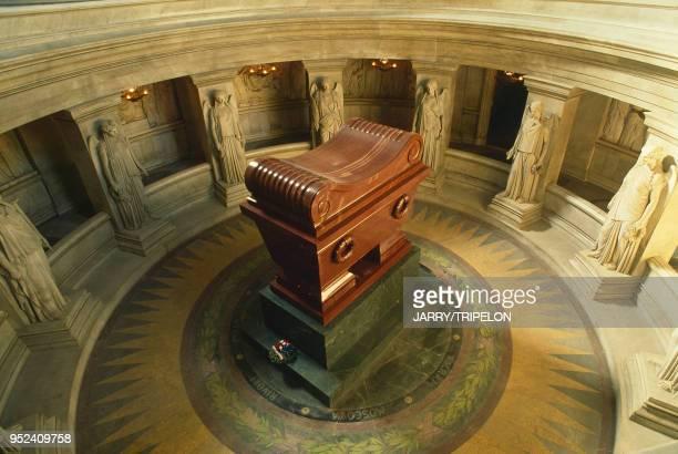Dôme des Invalides, tombeau de Napoléon Paris VII: Dôme des Invalides, tombeau de Napoléon.