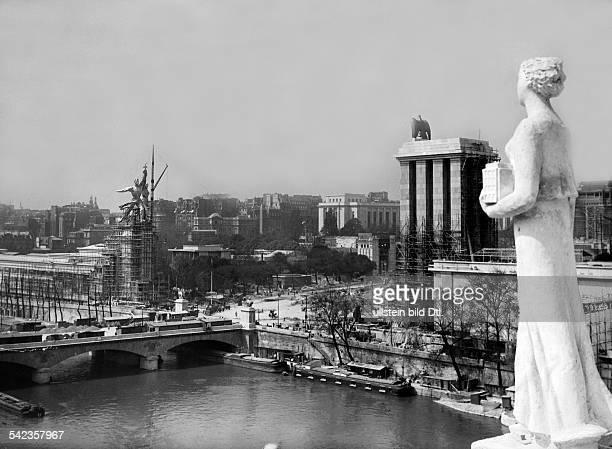 Paris Weltausstellung Aufbau des Weltausstellungsgeländes deutscher und sowjetischer PavillonMai 1937