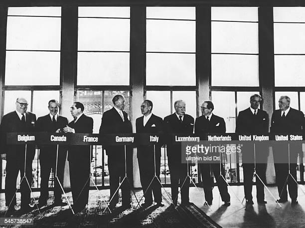 Pariser Konferenzen 192310 1954 Die Aussenminister PaulHenri Spaak Lester Pearson MendesFrance Konrad Adenauer GeatanoMartino Joseph Bech JWBeyen...