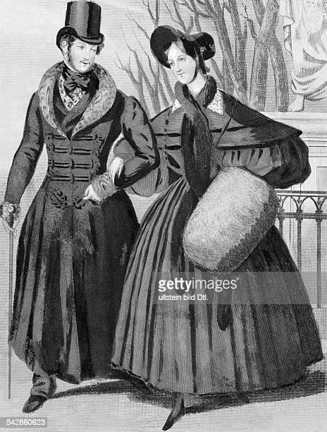 Pariser Mode des Biedermeier / RestaurationPaar in Straßentoilette die Dame trägt einen MuffZeichnung/Lithographie 1832veröffentlicht Praktische...
