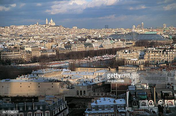 parisian cityscape with a distant view of sacre coeur basilica and the gare du nord - gare du nord stock pictures, royalty-free photos & images