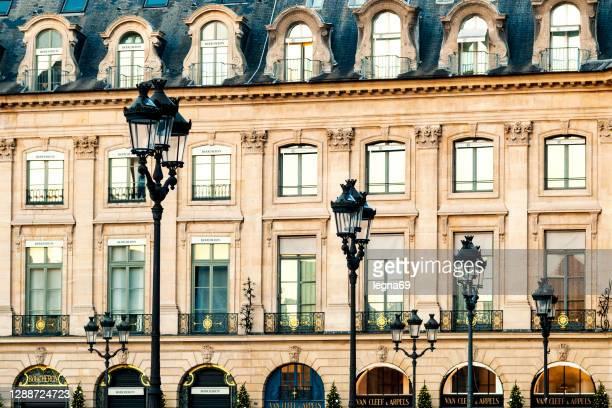 壮大なヴァンドーム広場のパリのファサード。 - ヴァンドーム広場 ストックフォトと画像
