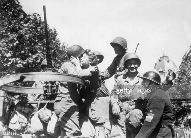 Parisian girls welcome the liberating US troops arriving in Paris