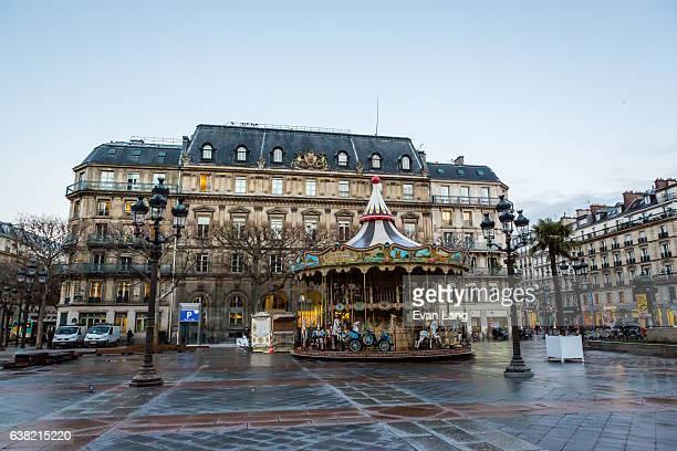 parisian merry-go-round - paris romantique stock pictures, royalty-free photos & images