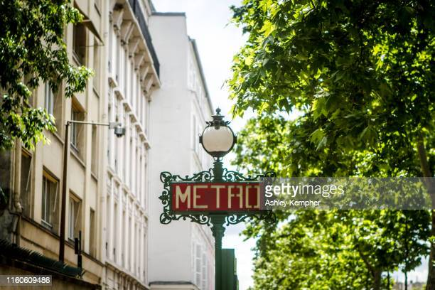 parisian metro sign - paris metro sign stock pictures, royalty-free photos & images