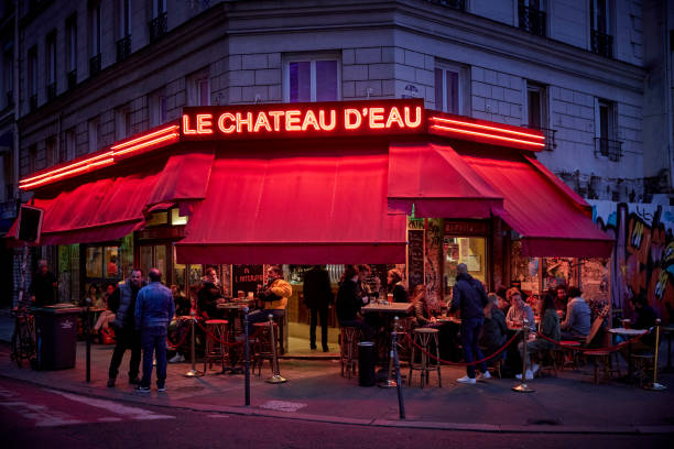 FRA: Paris Bars To Close At 10PM As France Sees Covid-19 Surge