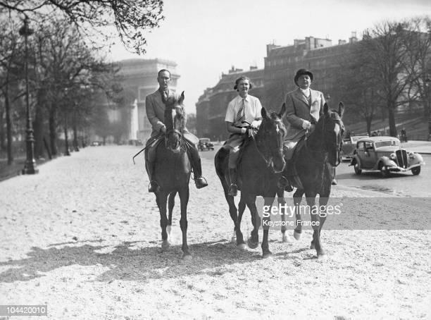 Parisians Going To The Equestrian Club At The Bois De Boulogne Around 1930