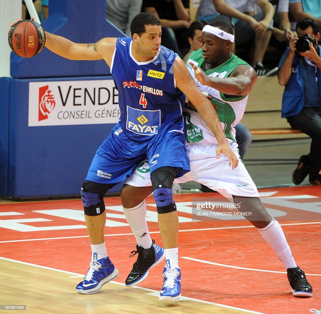 Paris-Levallois' US center Sean May (L) vies with Nanterre's French center Johan Passave-Ducteil (R) during their French Champions' Trophy basketball match Nanterre vs Paris-Levallois, on September 25, 2013 at The Vendespace in Mouilleron-le-Captif , Western France.
