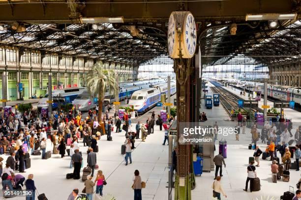 gare de paris-nord (buttes-chaumont), paris, france - tgv photos et images de collection