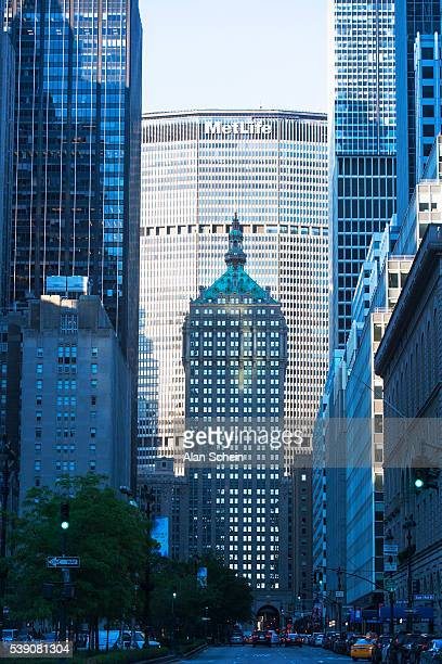 park avenue and met life building - metlife building stock pictures, royalty-free photos & images