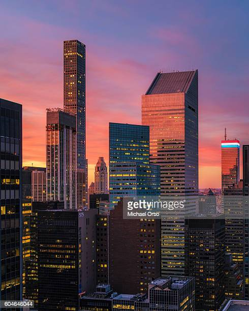 432 park avenue, citicorp, citigroup center citibank building. unique rooftop view during and colorful sunset in manhattan. - new york state stock pictures, royalty-free photos & images
