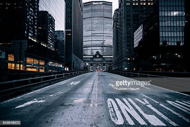 park avenue in new york city - grand central station manhattan stock pictures, royalty-free photos & images