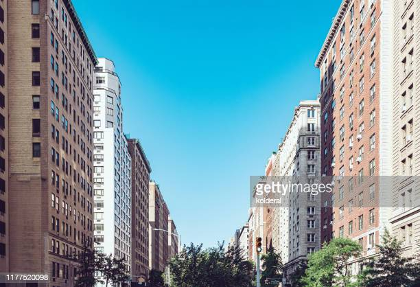 park avenue in upper manhattan - アッパーイーストサイドマンハッタン ストックフォトと画像
