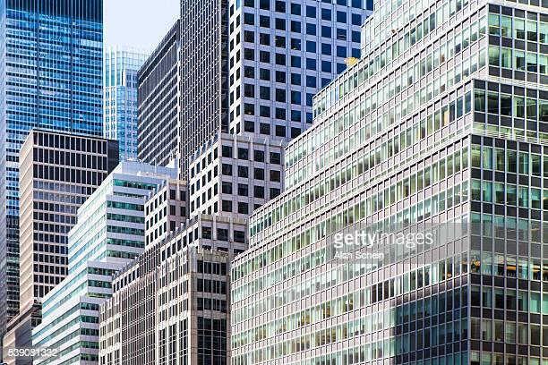 park avenue office buildings  east 40s - パークアベニュー ストックフォトと画像