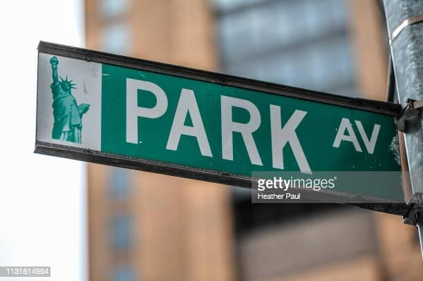 park avenue street sign in new york city - パークアベニュー ストックフォトと画像