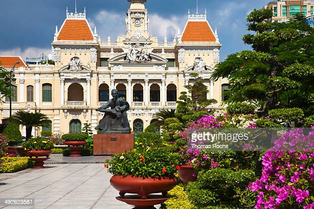 park in front of the people's committee building - people's committee building ho chi minh city stock pictures, royalty-free photos & images