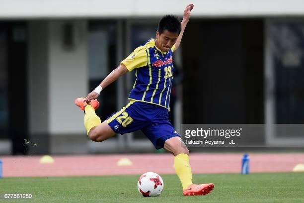 Park Kun of Thespa Kusatsu Gunma in action during the JLeague J2 match between Thespa Kusatsu Gunma and FC Gifu at Shoda Shoyu Stadium on May 3 2017...