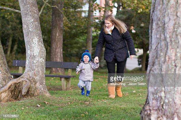 park life - a walk with mum - s0ulsurfing stock pictures, royalty-free photos & images