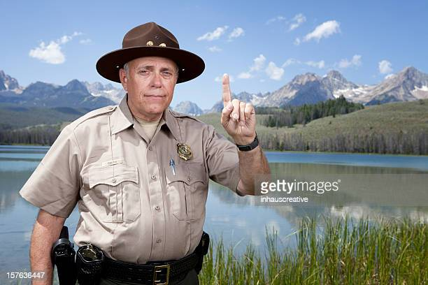 Park Ranger zeigt