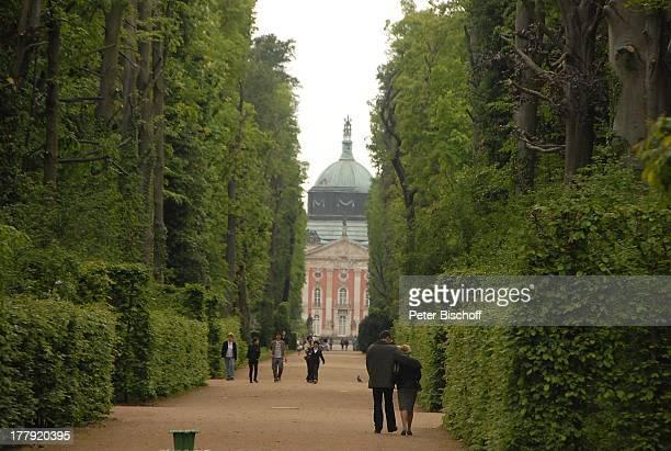 Park Sanssouci Besucher Potsdam Brandenburg Deutschland Europa UNESCOWeltkulturerbe Sehenswürdigkeit BarockSchloss 'Neues Palais' 'Rehgarten'...