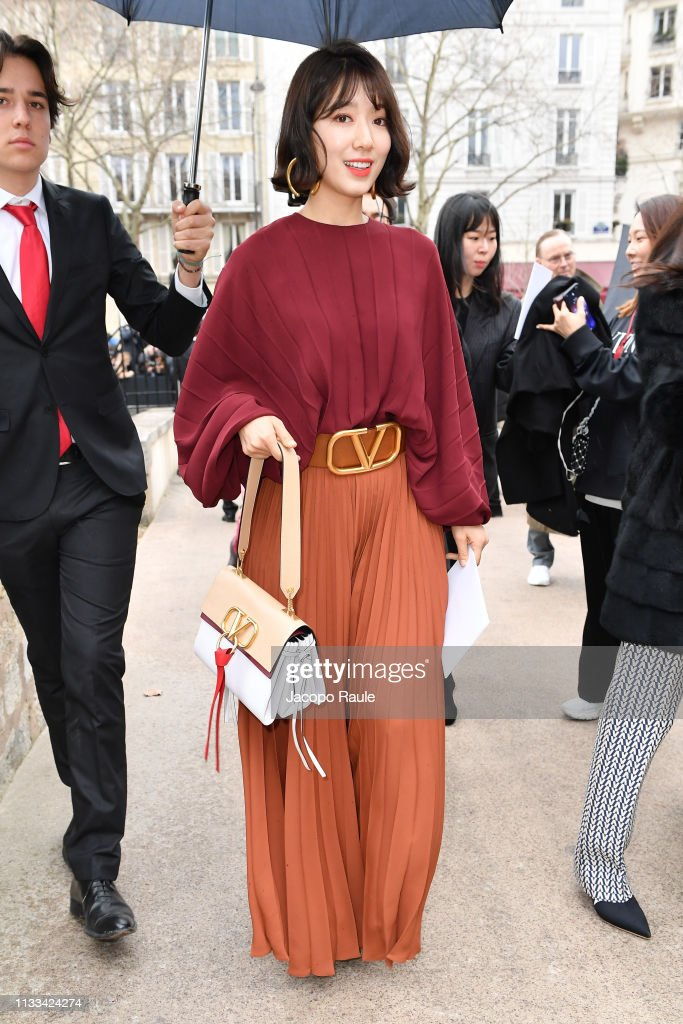 Valentino : Outside Arrivals - Paris Fashion Week Womenswear Fall/Winter 2019/2020 : News Photo