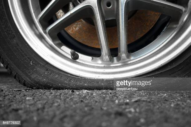 parked car with a breakdown close up - flat tire stock pictures, royalty-free photos & images