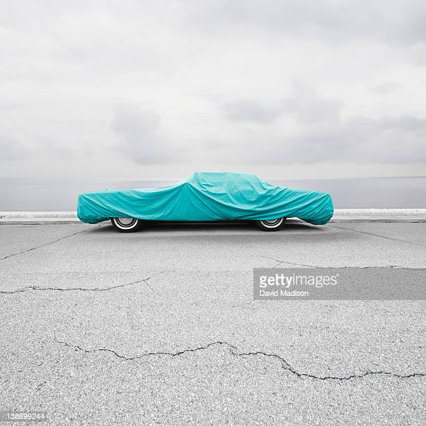 parked car with car cover. - avvolto foto e immagini stock