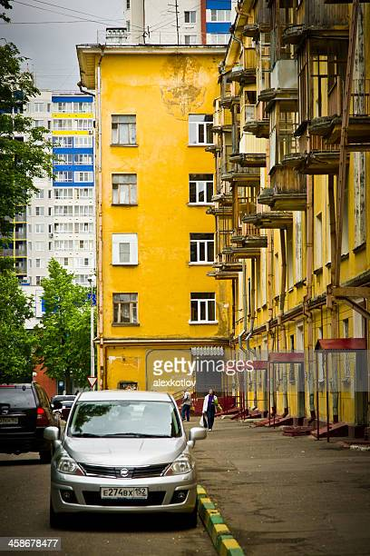 parked cars near vintage building in nizhny novgorod - nizhny novgorod oblast stock photos and pictures