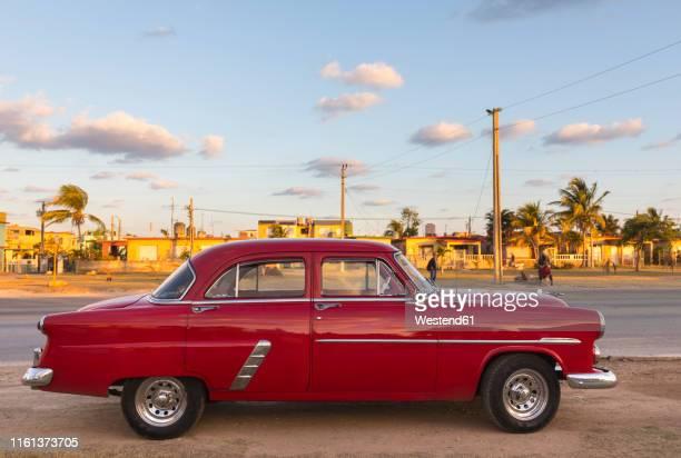 parked red vintage car, havana, cuba - cuba photos et images de collection