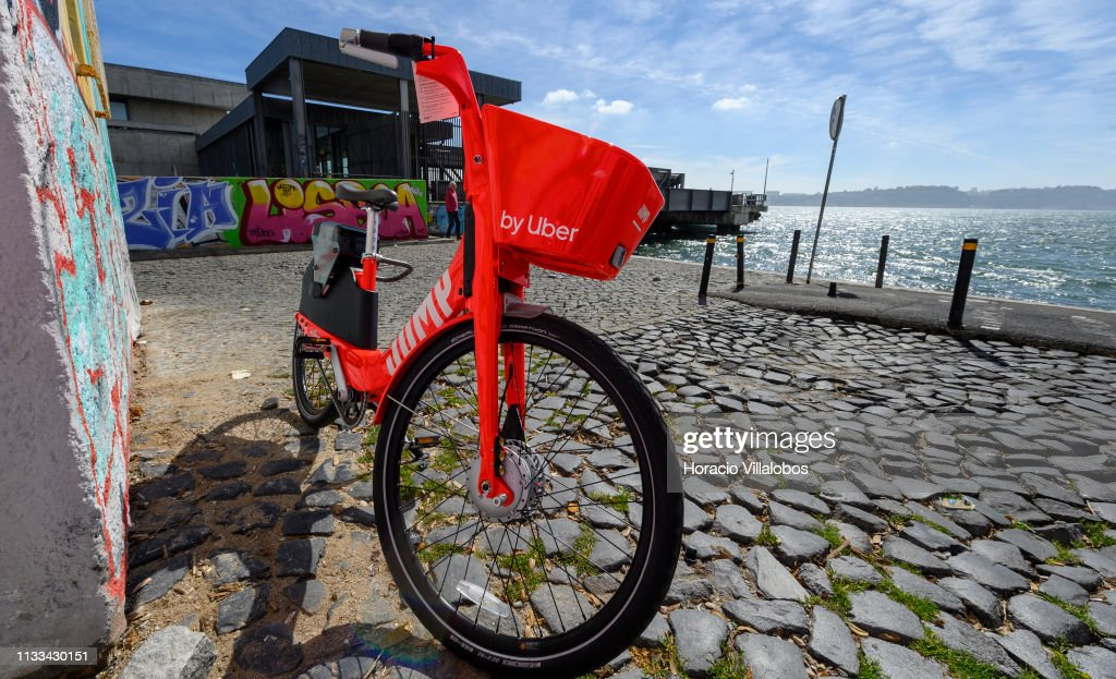 A parked Uber-Jump electric bicycle on the Ciclovia Lisboa