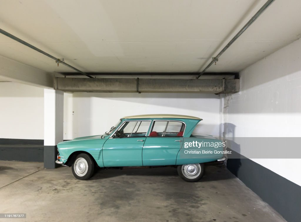 Parked Vintage Car in Munich, Germany : Stock-Foto