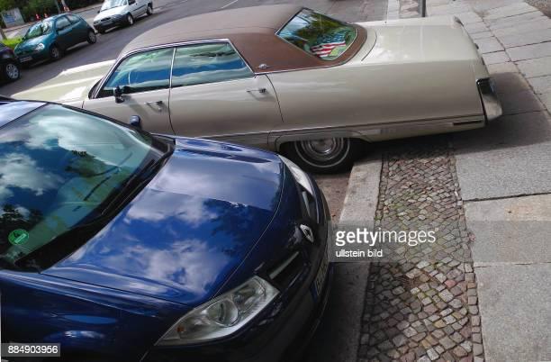 Parken mit Ueberlaenge wie hier in der Neuen Jakobstrasse wird fuer den alten AmiSchlitten zum Problem