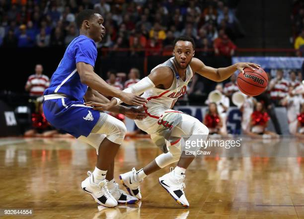 Parker JacksonCartwright of the Arizona Wildcats dribbles against the Buffalo Bulls during the first round of the 2018 NCAA Men's Basketball...