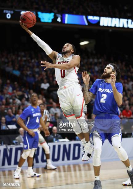 Parker JacksonCartwright of the Arizona Wildcats drives to the basket against Jeremy Harris of the Buffalo Bulls during the first round of the 2018...