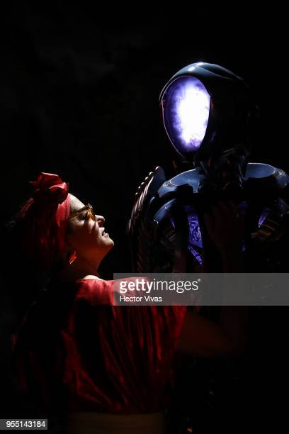 Parker Posey poses with the robot of Netflix's production 'Lost in Space' as part of the ConqueCon Queretaro 2018 at Queretaro Centro de Congresos on...