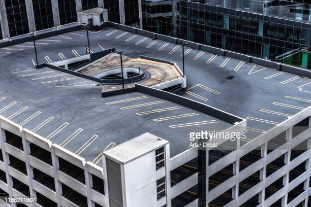 parking garage rooftop building with different levels in the loop of chicago taken from above. - parking garage stock pictures, royalty-free photos & images