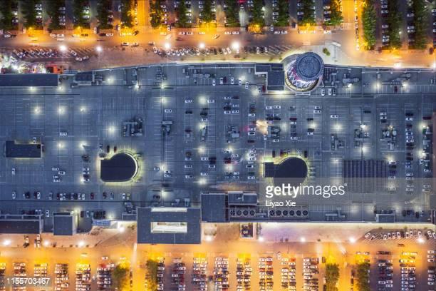 parking lot top view - bovenste deel stockfoto's en -beelden